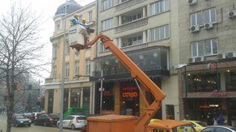 Обновяват уличното осветление в части на столицата