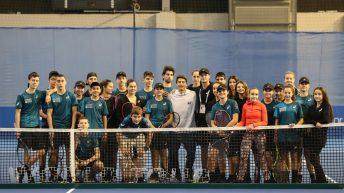 Александър Донски игра с деца по време на DIEMA XTRA Sofia Open 2018