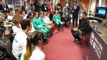 Стан Вавринка с вдъхновяваща среща с част от  най-добрите български таланти